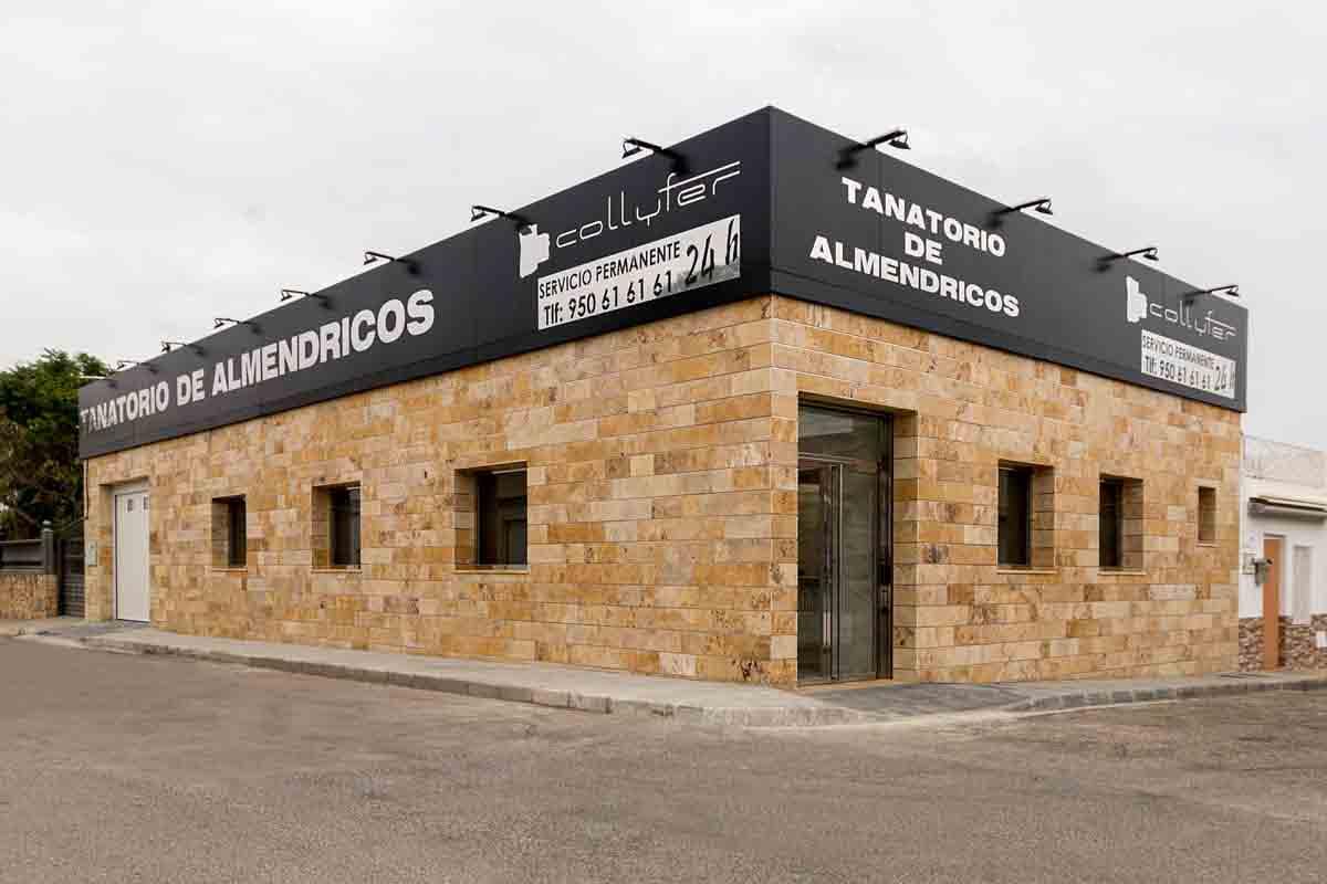 Collyfer fachada del Tanatorio de Almendricos